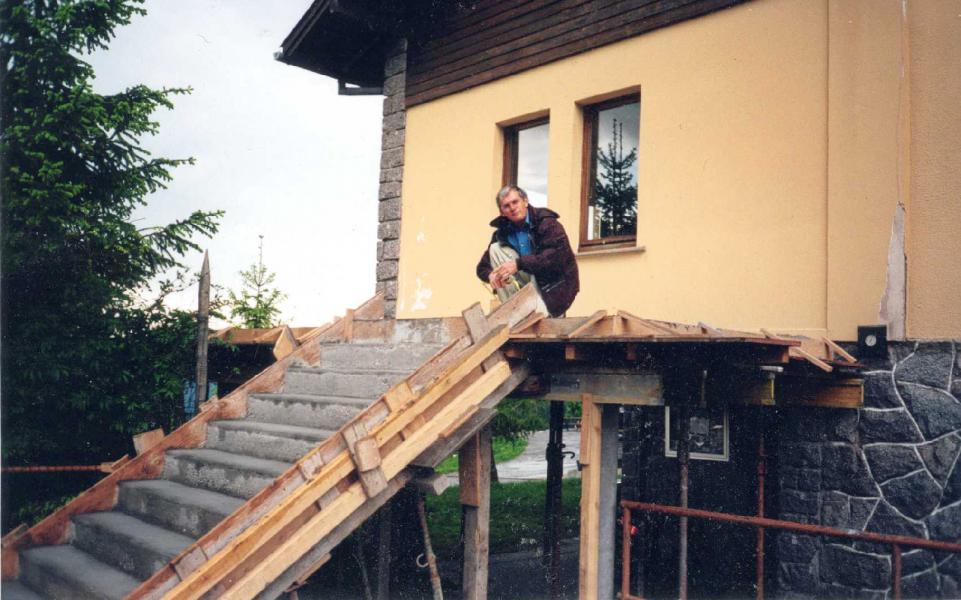 construction de l'escalier de secours en 1999